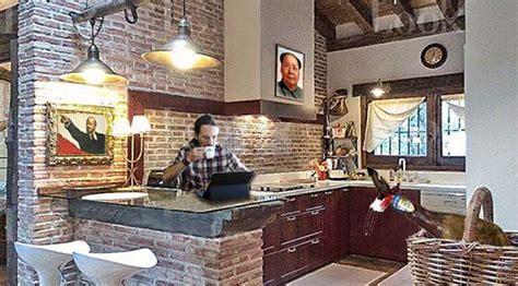 El blog del gran Uribe: Iglesias ya desayuna en su nueva casa