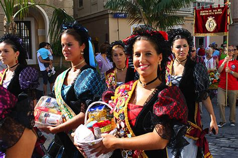 El Carnaval 2013 de Cádiz ya tiene a sus nueve ninfas adultas