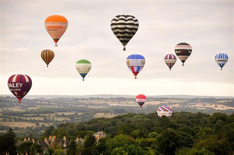 El cielo se llena de globos con el Bristol International ...