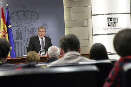 El Consejo de Ministros asciende a quince generales y ...