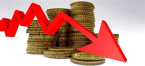 El déficit fiscal obliga a devaluar dos veces en cinco ...
