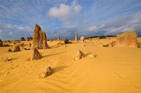 El Desierto De Los Pináculos Imagen de archivo   Imagen de ...