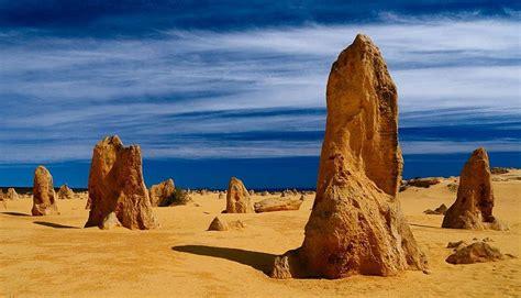 El Desierto de los Pináculos y bellas figuras en la arena ...