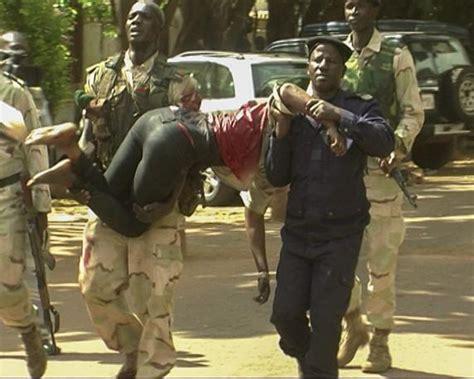 El ejército de Mali asalta el hotel donde hombres armados ...