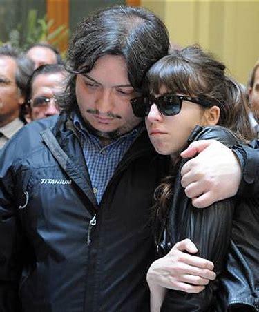 El emocionado adiós de Cristina Fernández y sus hijos ...