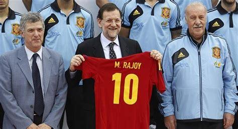 El enfado por la nueva camiseta de España llega hasta la ...