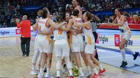 El equipo femenino de baloncesto hace historia