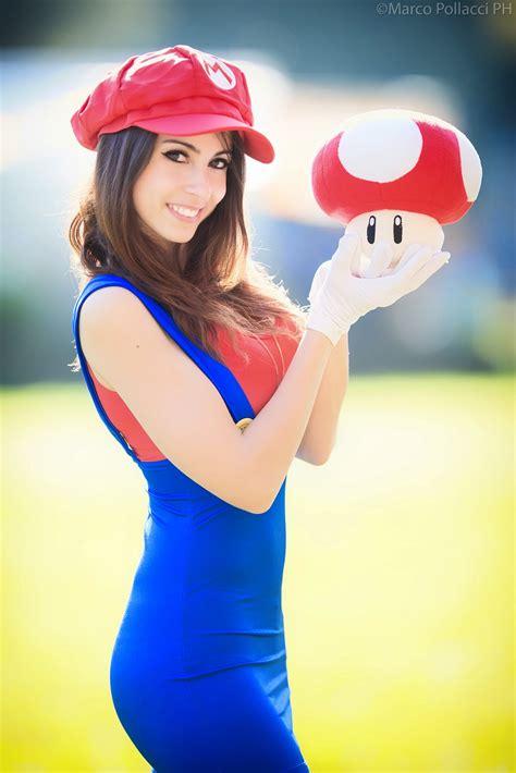 El Espacio Geek: Chica Cosplay del Día: La novia de Mario Bros