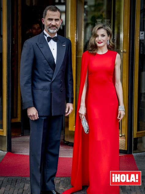 El espectacular  look  de la reina Letizia al detalle