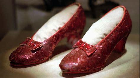 El FBI recupera los míticos zapatos rojos de Judy Garland ...