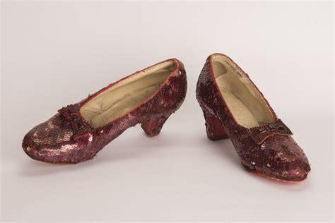 El FBI recupera los zapatos de color rojo rubí que calzó ...