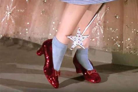 El FBI recupera los zapatos de rubí de Dorothy en «El mago ...