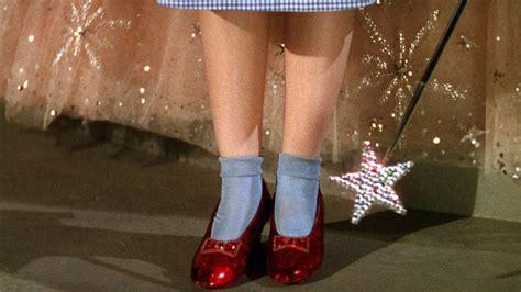El FBI recupera los zapatos rojos que Judy Garland usó en ...