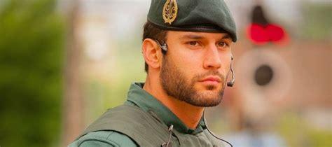 El guapo guardia civil que revolucionó Twitter ficha por ...