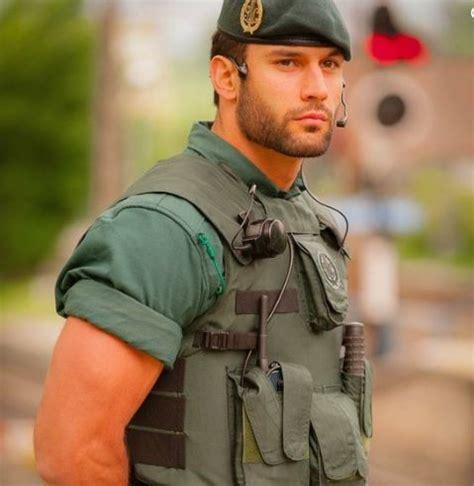 El guardia civil más guapo, ahora desnudo en la ducha en ...