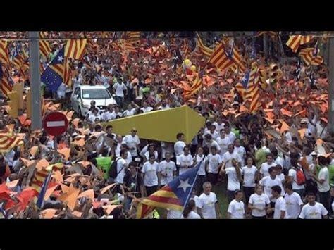 El independentismo catalán se lanza a la calle   YouTube