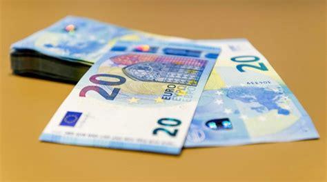 El interés del bono español a diez años baja del 1 % por ...