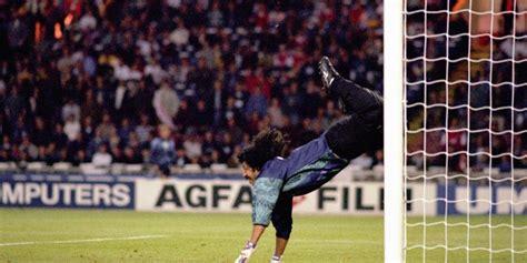 El mundo del fútbol celebra 24 años del  Escorpión  de ...