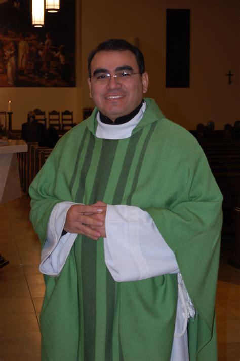 El padre Fernando Velasco responde al llamado a Logan ...