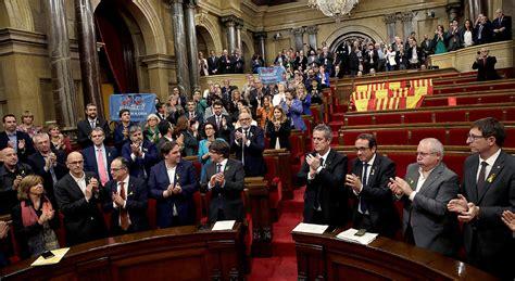 El Parlament declara la independencia de Cataluña   RTVE.es
