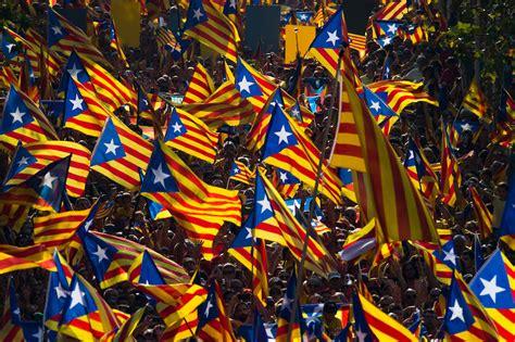 El Parlamento catalán declara la independencia de Cataluña ...
