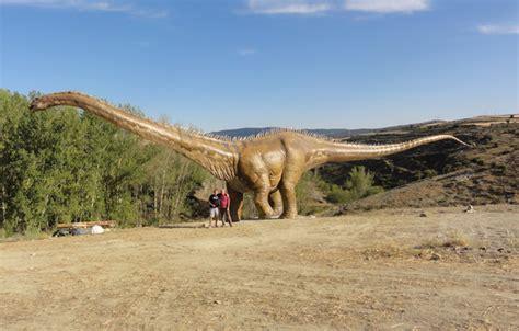 El plasticosaurio más grande del mundo vive en Soria ...
