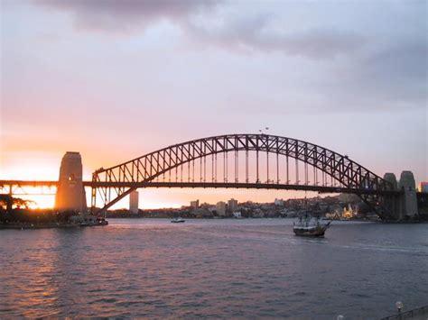 El puente de la bahía de Sidney al atardecer