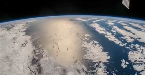 El reflejo del Sol en el Océano Pacífico visto desde el ...