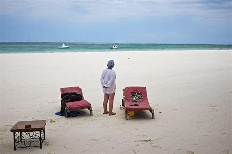 El turismo se precipita en las costas de Kenia   Andy VC