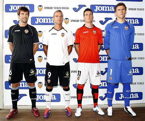 El Valencia presenta las nuevas equipaciones para la ...