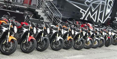 El verano no ayuda a la venta de motos en Canarias ...