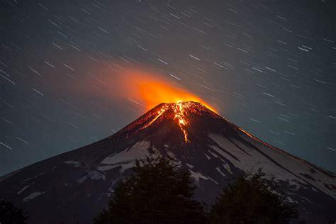 El volcán Villarrica en Chile entra en erupción | Público