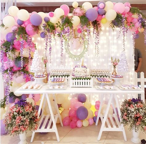 Elegantes arreglos con globos y flores   Decoración   Globos