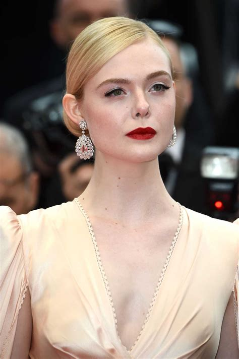 Elle Fanning Attends The Dead Don't Die Red Carpet During ...