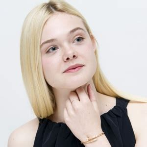 Elle Fanning Biography, Age, Height, Weight, Family, Wiki ...