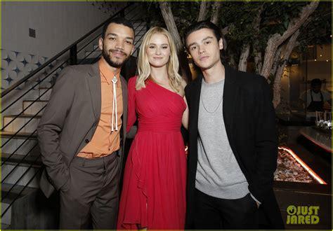 Elle Fanning & Justice Smith Premiere Their Netflix Film ...