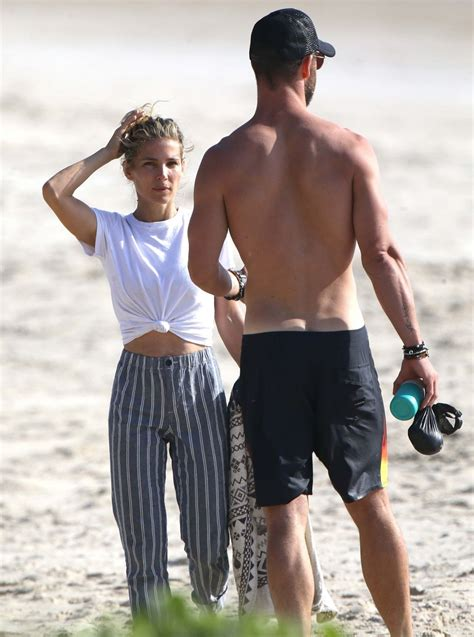 Elsa Pataky and Chris Hemsworth on the Beach in Byron Bay ...