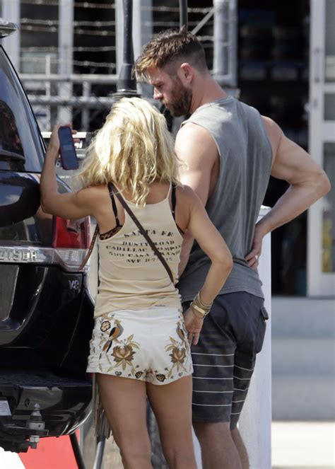 Elsa Pataky and Chris Hemsworth   Out in Byron Bay 02/06/2019