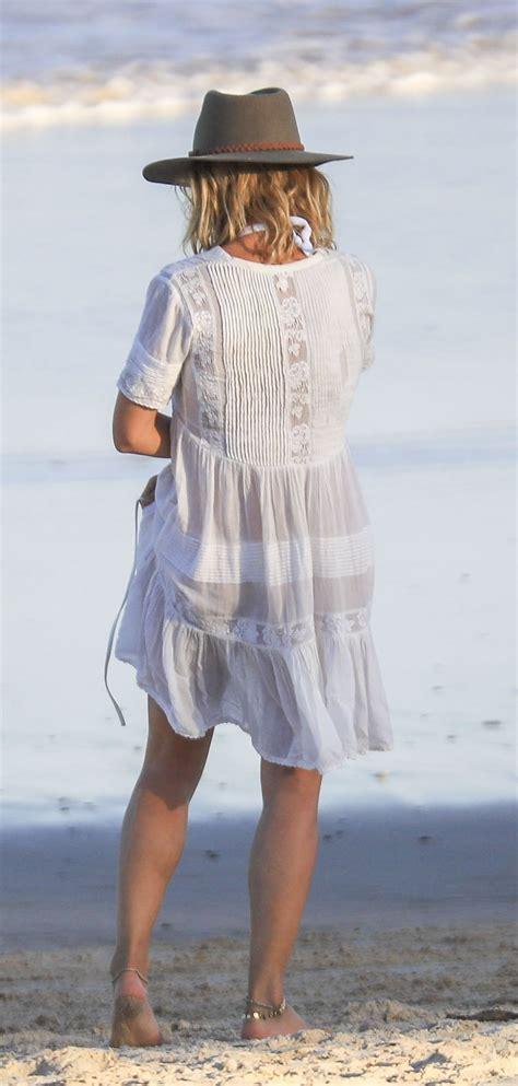 Elsa Pataky On the beach in Byron Bay   Celebzz