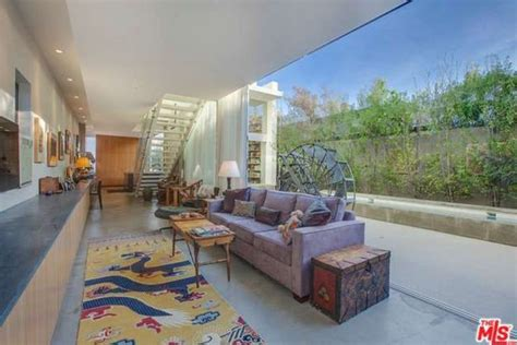 Emilia Clarke Buys A Modern Home In Venice, CA   Celebrity ...