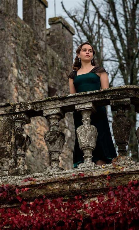 Emilia Clarke en la película Voice From the Stone