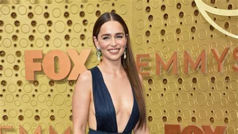 Emilia Clarke está harta de que los fans desvelen spoilers ...