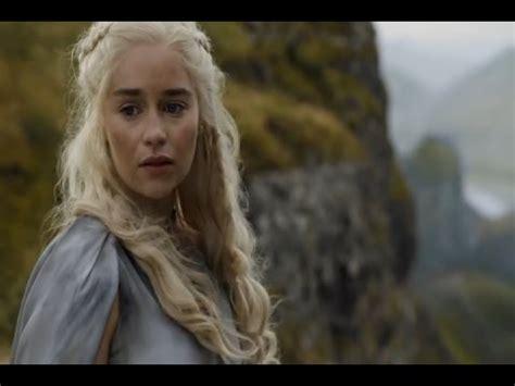 Emilia Clarke estará en la película de Han Solo   YouTube