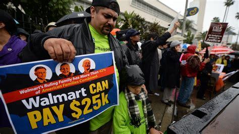Empleados de Walmart protestan por trabajo en Thanksgiving ...