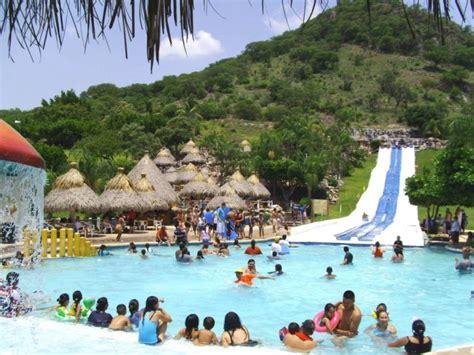 En el balneario – Mexicanísimo