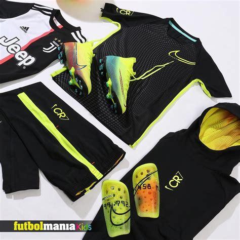 En #futbolmaniaKids puedes comprar todas las equipaciones ...