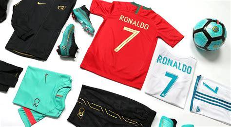 En futbolmaniaKids puedes comprar todas las equipaciones ...