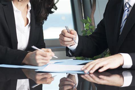 ¿En qué consiste un contrato de trabajo a término indefinido?