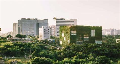en verde: las fachadas vivas de Rahul Mehrotra | Green ...