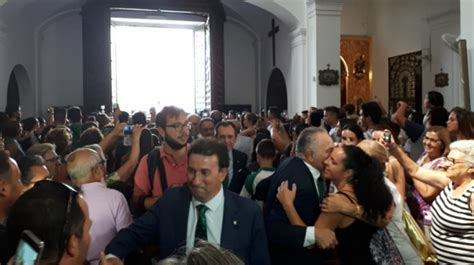 EN VÍDEO   El Betis se da un baño de masas en su ofrenda ...